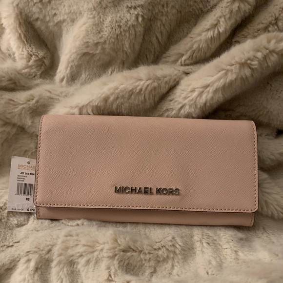 Michael Kors Handbags - Michael Kors Wallet- NWT!! 🖤